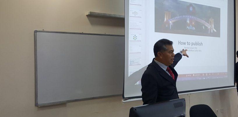 """O'zDJTUDA MALAYZIYALIK PROFESSOR TOMONIDAN """"ILMIY MAQOLA YOZISH BO'YICHA SEMINAR"""" TASHKIL ETILDI"""