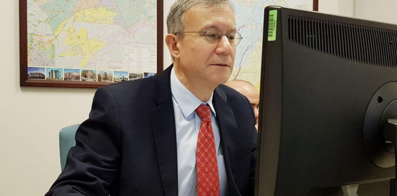 U.S. AMBASSADOR TO UZBEKISTAN MR.DANIEL NATAN ROSENBLUM STARTED A LIFE-CHAT ON A FACEBOOK